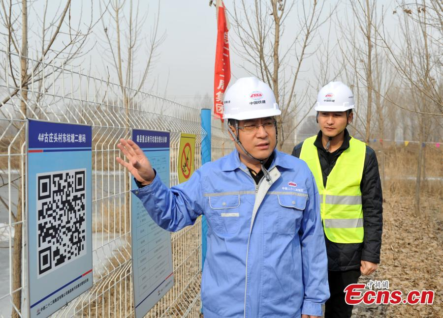 A technician at a pond that has been treated for pollution in Xiongan New Area in North China\'s Hebei Province. Progress has been made two years after China announced the establishment of Xiongan New Area in April 2017, spanning three counties in Hebei Province about 100 km southwest of Beijing. (Photo: China News Service/Han Bing)