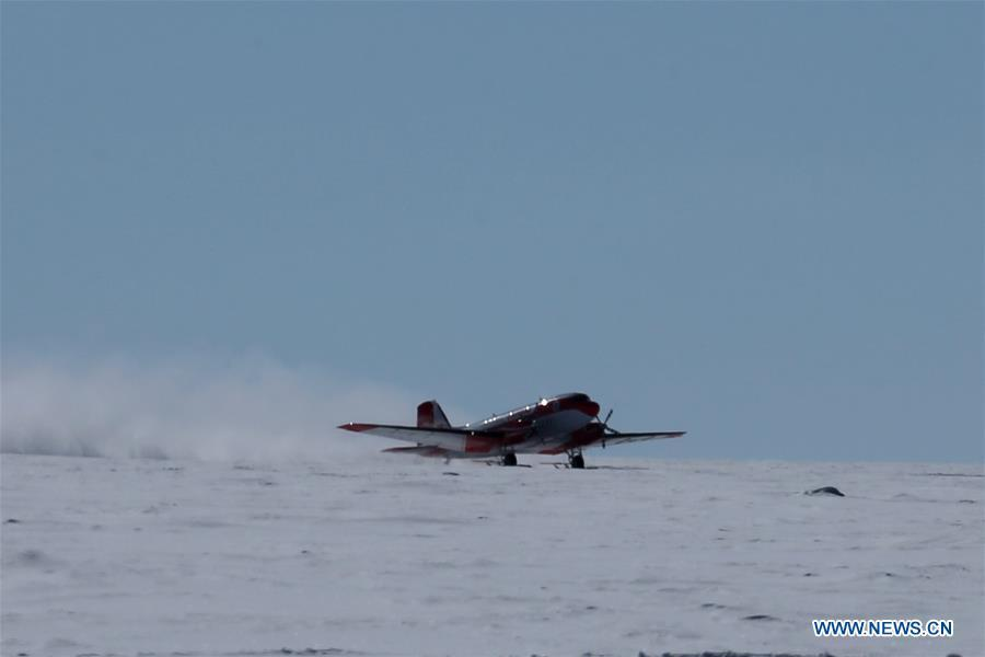 China\'s first fixed-wing aircraft for polar flight Snow Eagle 601 lands at the Kunlun Station at about 4,000 meters above the sea level near Dome A, Jan. 18, 2019. Snow Eagle 601 landed successfully at the airport of Kunlun Station on Friday, the third time the aircraft landed successfully in the airport since its use. (Xinhua/Liu Shiping)