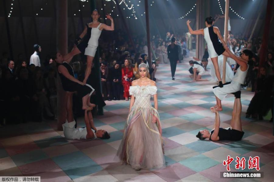 A model presents a creation by Italian designer Maria Grazia Chiuri as part of her Haute Couture Spring-Summer 2019 collection show for fashion house Dior in Paris, France, January 21, 2019. (Photo/Agencies)