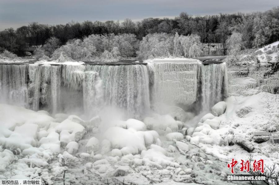 Water flows around ice, formed on the American Falls in Niagara Falls, New York, due to subzero temperatures, viewed from the Canadian side, in Niagara Falls, Ontario, Canada, Jan. 22, 2019. (Photo/Agencies)