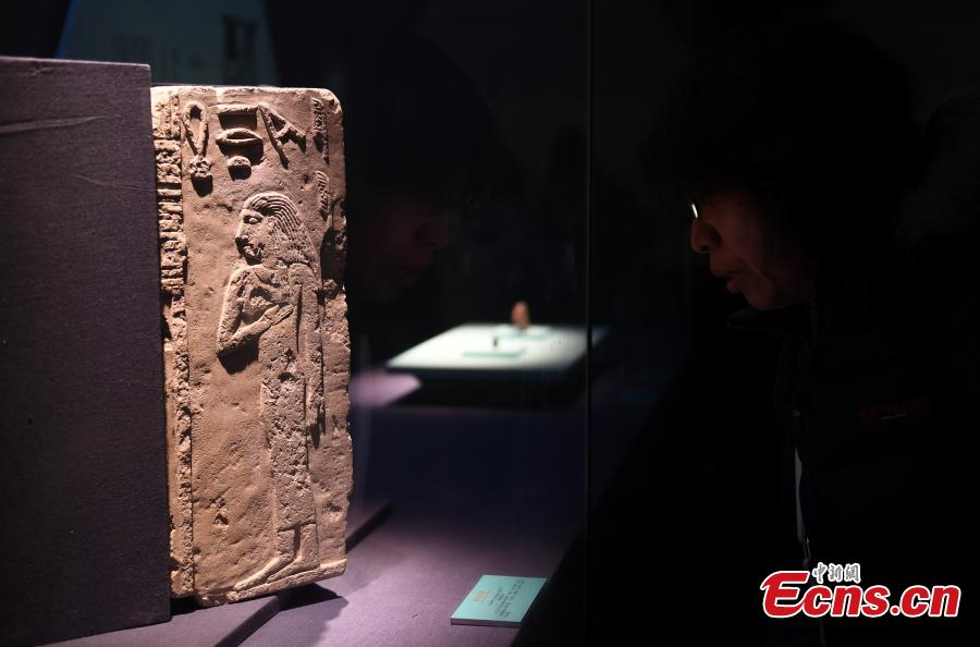 A total of 180 relics collected by museums in Italy are on display at The Land of the Pharaohs: An Exhibition of Ancient Egypt at Zhejiang Museum in Hangzhou City, East China\'s Zhejiang Province, Jan. 22, 2019. (Photo: China News Service/Wang Gang)