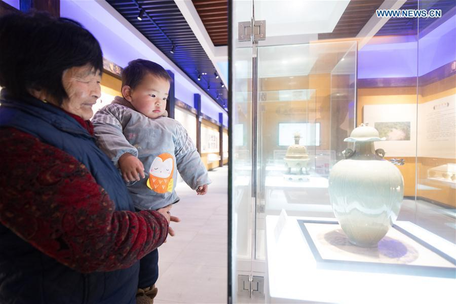 People visit the Yue Kiln Celadon Museum exhibits at Dashan Xiaowu Village in Shangyu District of Shaoxing, east China\'s Zhejiang Province, Jan. 22, 2019. As the birthplace of celadon, Shangyu District is giving full support to revive the local celadon culture, protecting ancient relics, promoting celadon artists and boosting tourism. (Xinhua/Weng Xinyang)