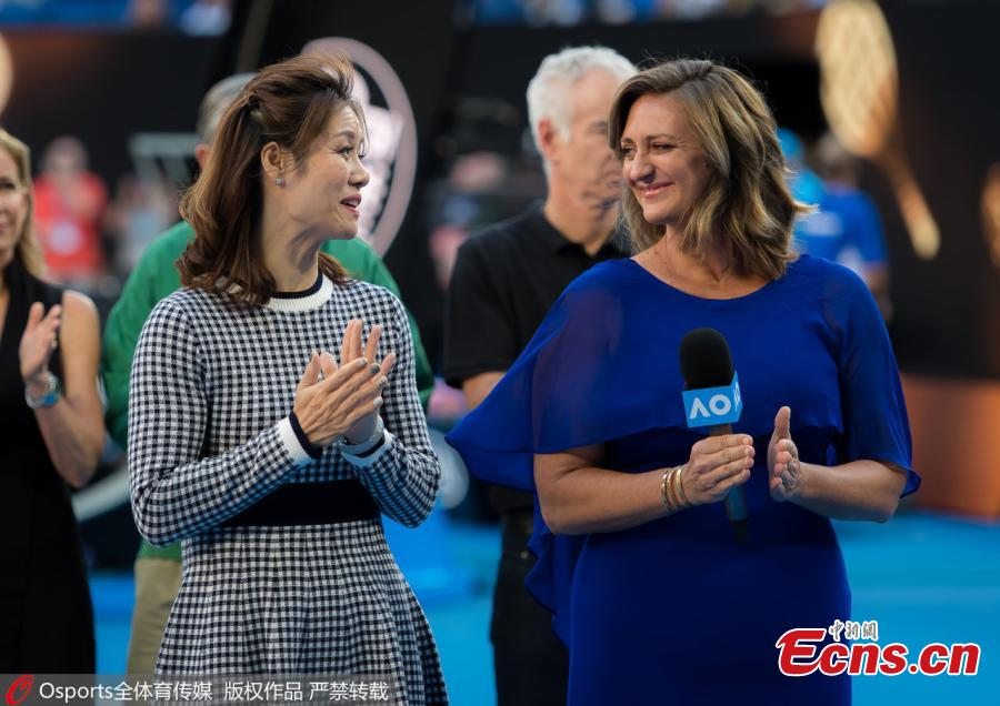 Former tennis players China\'s Li Na and France\'s Mary Pierce pose after being inducted to the International Tennis Hall of Fame in Melbourne, Australia, Jan. 22, 2019. (Photo/Osports)