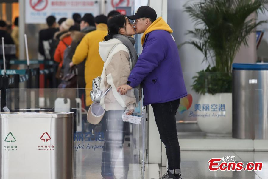 A couple kisses goodbye at Longdongbao International Airport in Guiyang City, Guizhou Province.  (Photo: China News Service/Qu Honglun)