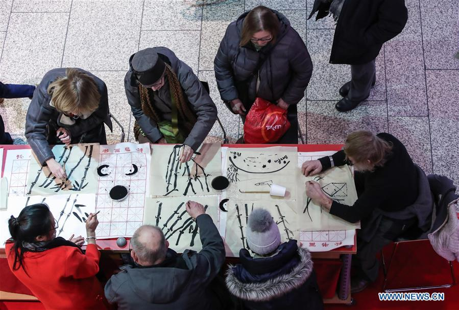 Visitors learn traditional Chinese painting in a shopping mall at Potsdamer Platz in Berlin, capital of Germany, on Jan. 24, 2019. \