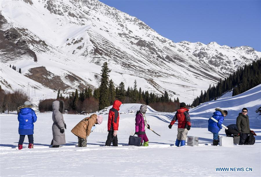 Researchers collect data of snow cover in Hejing County, northwest China\'s Xinjiang Uygur Autonomous Region, Jan. 20, 2019. A nine-member research team with an average age under 30 from the Xinjiang Institute of Ecology and Geography under the Chinese Academy of Sciences started a research on snow cover on the Tianshan Mountains in Xinjiang. Snow cover on the Tianshan Mountains is an important source of water resources. Snowmelt provides an abundant water supply for river flow in this area and also affects the ecological system of agricultural and animal husbandry production in the downstream oasis. (Xinhua/Hu Huhu)