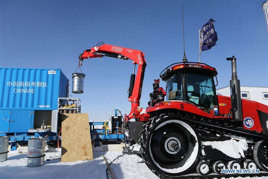 A member of China\'s 35th Antarctic expedition team works at the Kunlun Station in Antarctica, Jan. 23, 2019. The Kunlun team of China\'s 35th Antarctic expedition withdrew from the Kunlun Station on Thursday after completing various scientific exploration projects at the peak of Antarctic\'s inland icecap. (Xinhua/Liu Shiping)