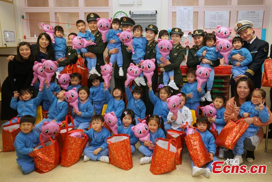 Members of the PLA troops stationed in Hong Kong play games with children at Ka Fuk Baptist Church Pre-School to celebrate the upcoming Spring Festival, China\'s Lunar New Year, in Hong Kong, Jan. 24, 2019. (Photo: China News Service/Zhang Wei)