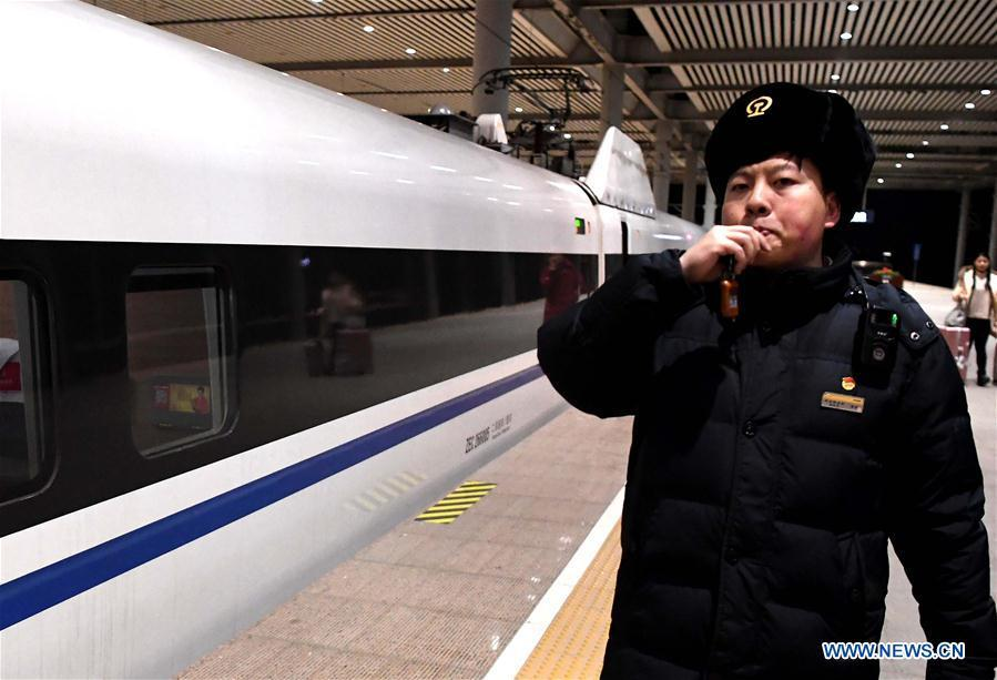 Li Xiang works at Xinxiangdong Railway Station in Xinxiang City, central China\'s Henan Province, Jan. 22, 2019. Li Xiang is a staff worker of Xinxiangdong Railway Station and his wife Zou Xiaojuan is a train conductor on the train No. G402. The two-minute stop of the train No. G402 at Xinxiangdong Railway Station is their precious quality time in the bustle during the Spring Festival travel rush. (Xinhua/Li An)