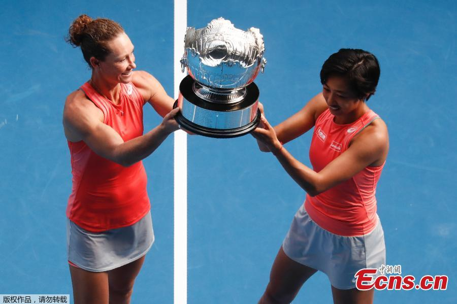 China\'s Zhang Shuai and Australia\'s Samantha Stosur hold the trophy after winning the final match of women\'s doubles in Melbourne, Jan. 25, 2019. (Photo/Agencies)  China\'s Zhang Shuai and Australia\'s Samantha Stosur win the final match of women\'s doubles 6-3, 6-4 against Timea Babos of Hungary and Kristina Mladenovic of France during Australian Open 2019 in Melbourne on Friday, Jan. 25.  It was the first time that Zhang played in the final of a grand slam, and the champion title gave her a career-high moment. The last time Chinese tennis players won the Australian Open women\'s doubles title was in 2006 by the duo of Zheng Jie and Yan Zi.