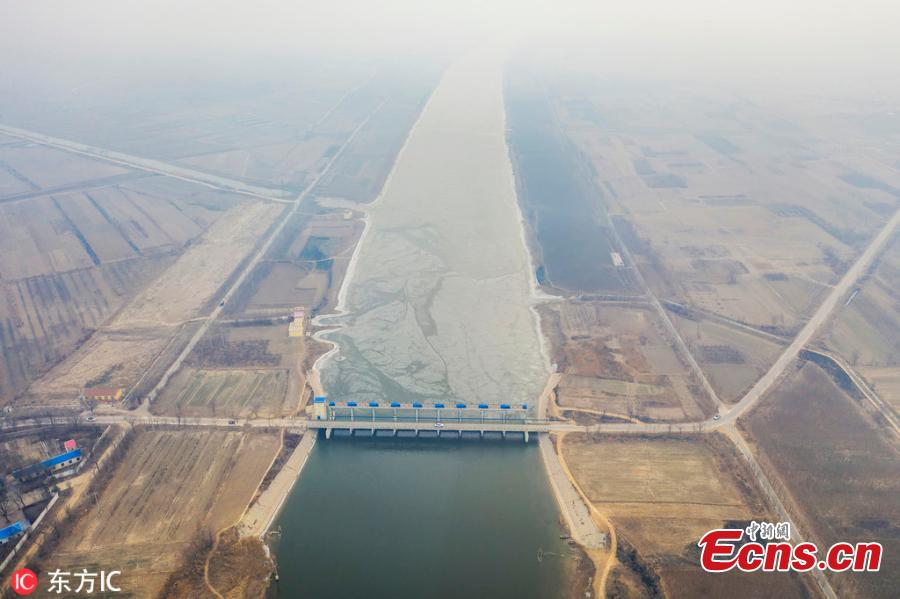 A view of a dam on the Majia River in Wudi County, East China\'s Shandong Province, Jan. 24, 2019. The horse cheek-shaped river dates back to the legendary Yu the Great some 4,000 years ago. Because of a water conservation project, the water is frozen on just one side. (Photo/IC)