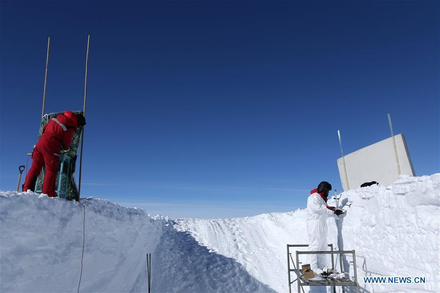 Members of China\'s 35th Antarctic expedition team work at the Kunlun Station in Antarctica, Jan. 19, 2019. The Kunlun team of China\'s 35th Antarctic expedition withdrew from the Kunlun Station on Thursday after completing various scientific exploration projects at the peak of Antarctic\'s inland icecap. (Xinhua/Liu Shiping)