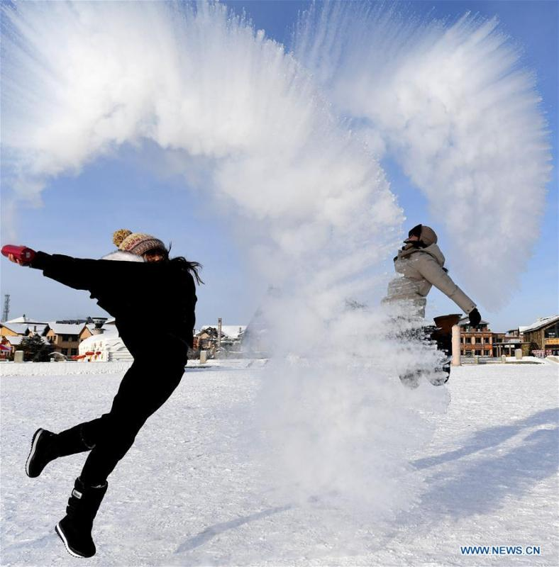 Visitors play a game with water spray in Beiji Village, Mohe City of northeast China\'s Heilongjiang Province, Jan. 24, 2019. With the lowest temperature approaching minus 30 degrees celsius, visitors in Mohe Village experienced the game of \
