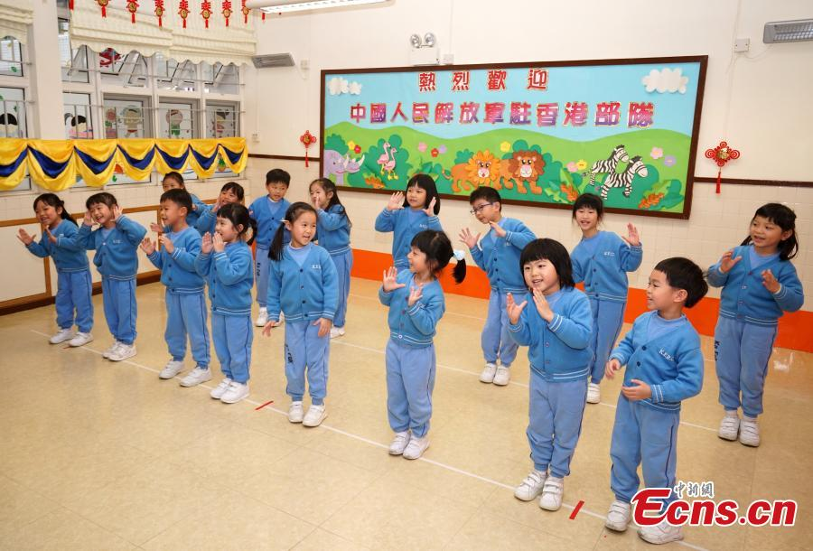 Children at Ka Fuk Baptist Church Pre-School perform for visiting members of the PLA troops stationed in Hong Kong, Jan. 24, 2019. (Photo: China News Service/Zhang Wei)