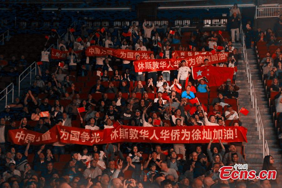 Fans cheer for Chinese boxer Xu Can in Houston, the U.S., Jan. 26, 2019. (Photo: China News Service/Zeng Jingning)