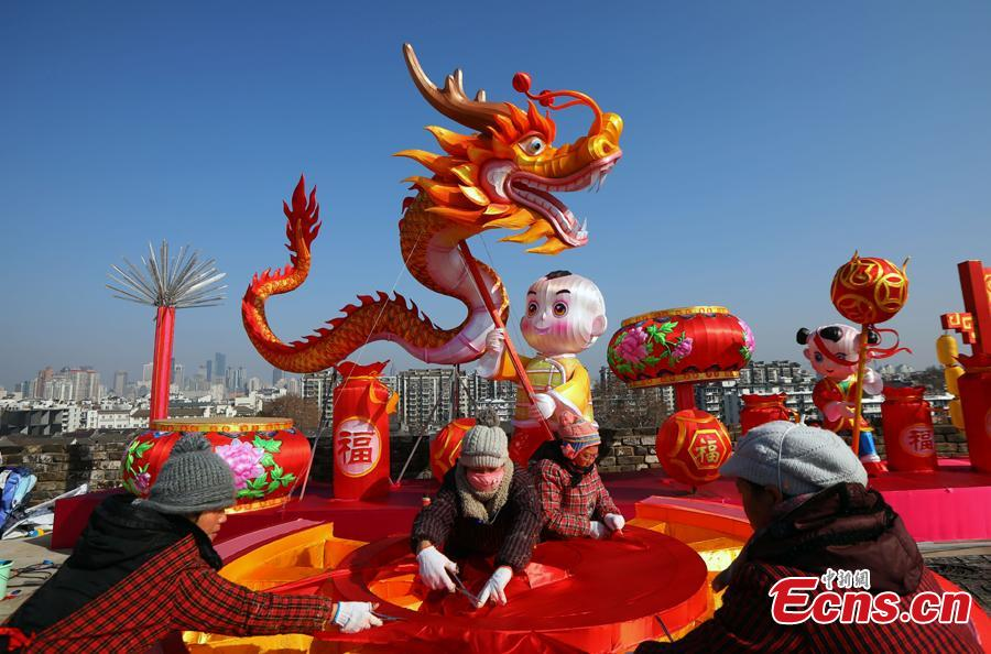 Colored dragon lanterns are installed on the Ming Dynasty (1368-1644) city wall ahead of the Spring Festival, China\'s Lunar New Year, in Nanjing City, Jiangsu Province, Jan. 27, 2019. (Photo: China News Service/Yang Bo))