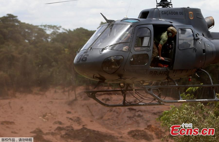 A rescue helicopter flies over mud after a tailings dam owned by Brazilian miner Vale SA burst, in Brumadinho, Brazil January 27, 2019. (Photo/Agencies)