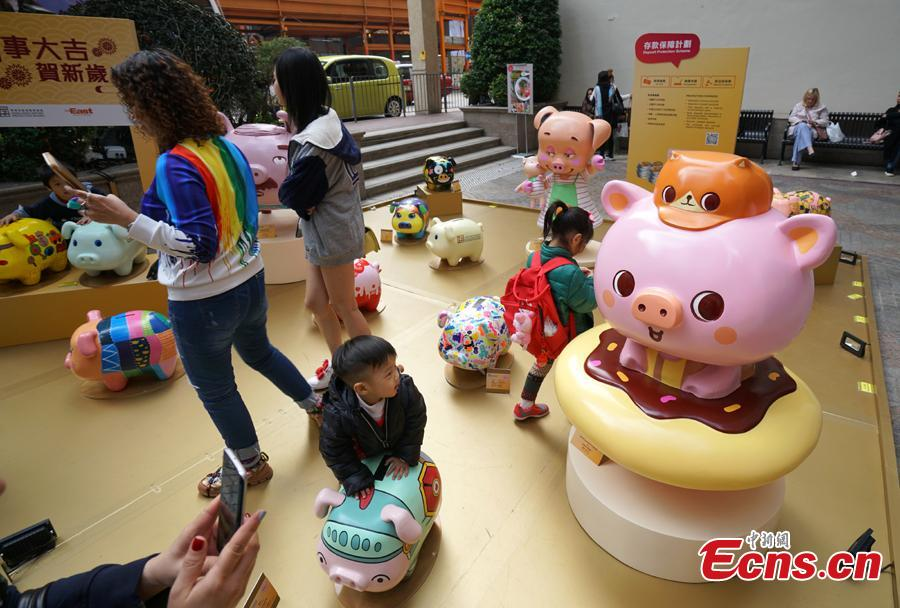 A piglet-themed art installment to promote the importance of saving money has been organized by the Hong Kong Deposit Protection Board and appears in an exhibition on Lee Tung Street in Hong Kong, Jan. 27, 2019. Hong Kong students and local artists designed 66 piglets for the exhibition. 2019 is the Year of the Pig. (Photo: China News Service/Zhang Wei)