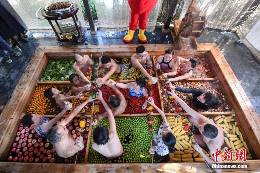 Photo taken on Jan. 27, 2019 shows a rare spring spa, where the water is separated into nine sections filled with nine kinds of vegetables and fruit, at a resort in Hangzhou City, Zhejiang Province, Jan. 27, 2019. The hotel said the special setting is for tourists to enjoy the Spring Festival. (Photo: China News Service/Wang Jie)
