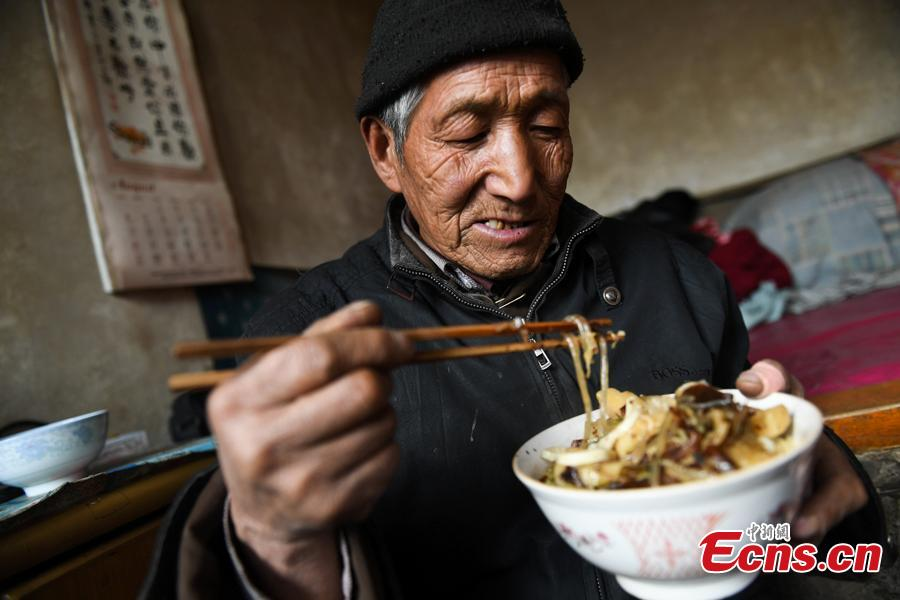 Li Tieliang, 69, has his lunch before returning to work as an extra in a TV drama being shot in Beishanyun Village in Yushe County, North China's Shanxi Province, Jan. 24, 2019. The village has more than 30 well-preserved buildings from the Ming and Qing dynasties, making it a good location to shoot historical film and TV dramas. In recent years, many locals have migrated to other places, while some remaining farmers have found work as extras. Li and his wife survive by farming, while their children work in other cities. Li now works part-time as an extra and earns about 100 yuan ($14) a day. (Photo: China News Service/Wu Junjie)