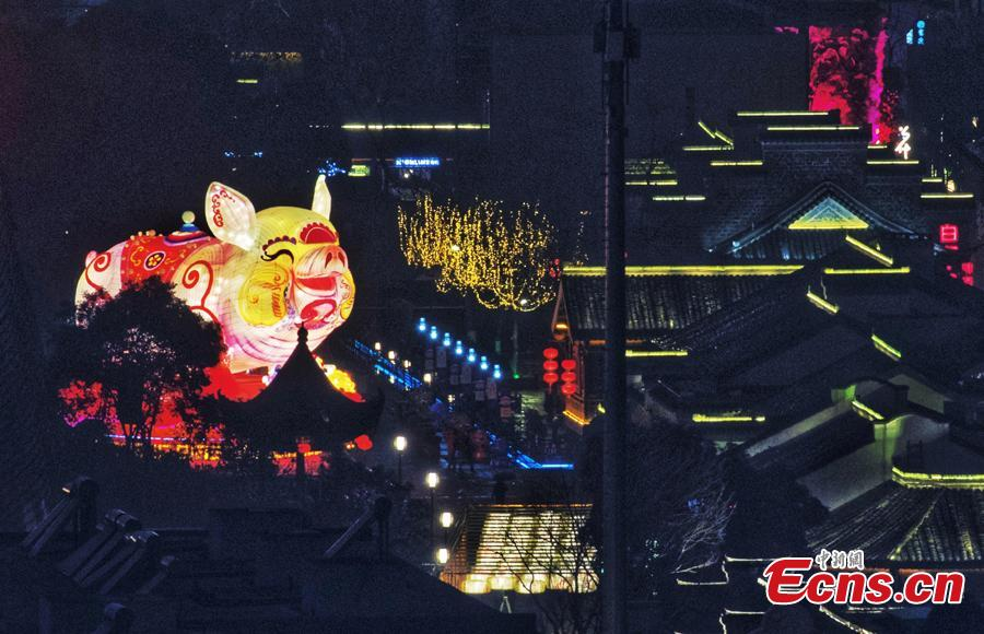 Lanterns ignite the Qinghuai River ahead of the Spring Festival, China\'s Lunar New Year, in Nanjing City, Jiangsu Province, Jan. 28, 2019. (Photo: China News Service/Yang Bo)