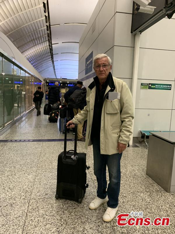Marcello Lippi, the 70-year-old Italian legendary coach, is seen at Baiyun International Airport in Guangzhou City, Guangdong Province, Jan. 29, 2019. He\'s leaving the country as his contract as China\'s head coach ends after the AFC Asian Cup tour. (Photo/China News Service)