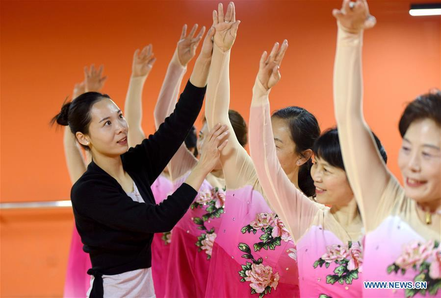 A dance instructor (1st L) and trainees practice dancing at a cultural center in Nanhe County, north China\'s Hebei Province, Jan. 30, 2019. More than 2000 people have participated in art training programs at a cultural center in Nanhe County as a way to enrich their life. (Xinhua/Zhu Xudong)