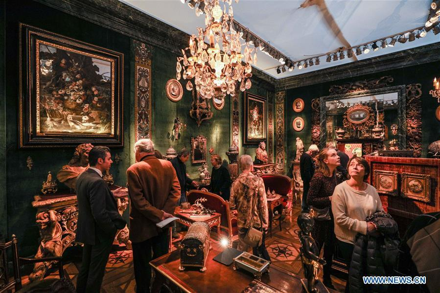 Visitors watch the exhibits of Steinitz gallery during the 64th edition of Brafa Art Fair at the Tour & Taxis in Brussels, Belgium, Jan. 28, 2019. A total of 133 Belgian and international galleries presented tens of thousands of art pieces at the fair, which will last till Feb. 3, 2019. Created in 1956, the Brafa Art Fair is one of the world\'s oldest and most prestigious art fairs. (Xinhua/Zheng Huansong)