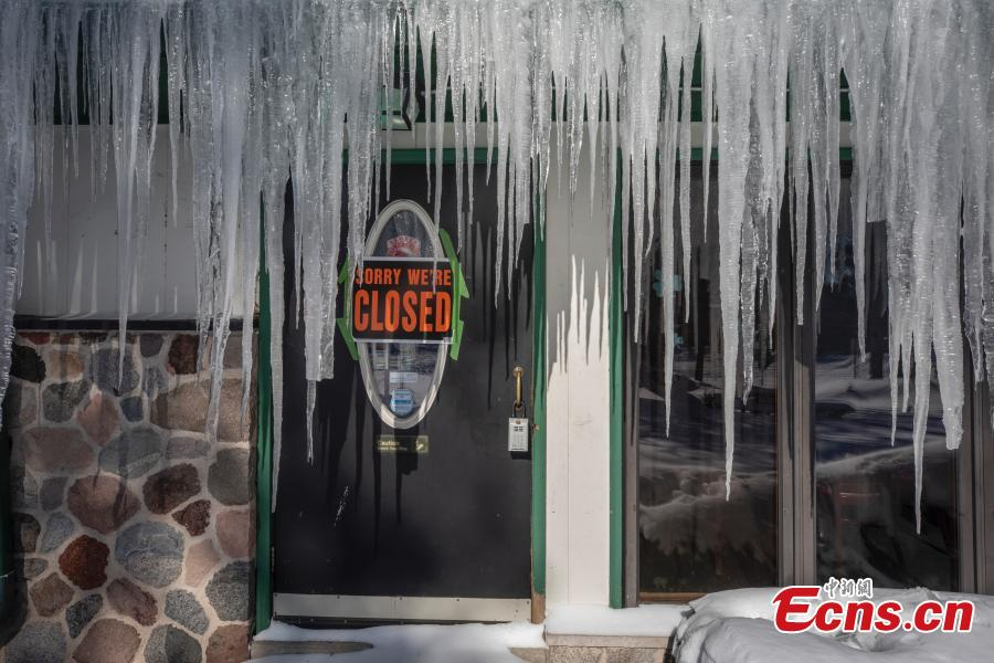 Icicles hang in front of a door at a bar in Mequon, Wis., Jan. 30, 2019 as temperatures were sub-zero and wind chills were -50 degrees. ((Photo/Agencies)
