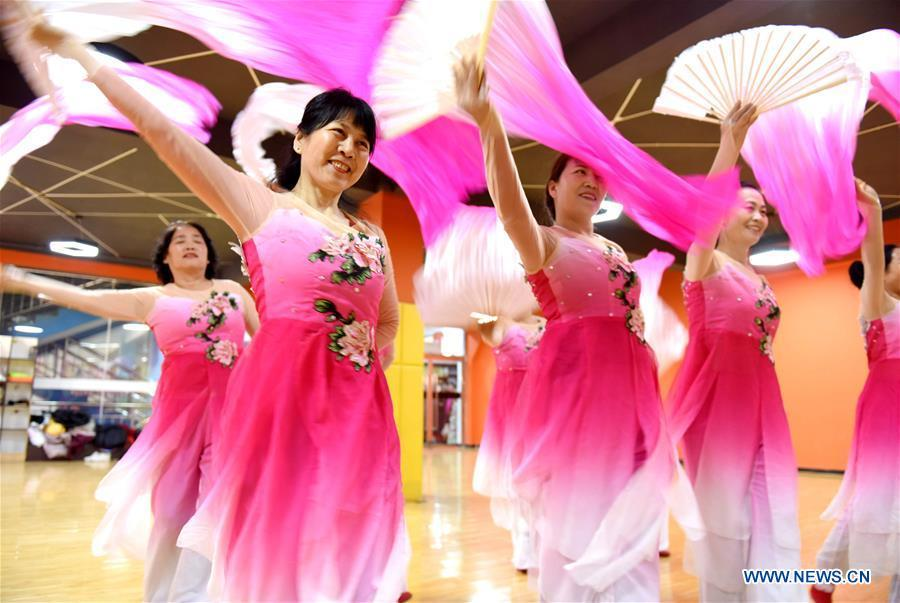 Trainees practice dancing at a cultural center in Nanhe County, north China\'s Hebei Province, Jan. 30, 2019. More than 2000 people have participated in art training programs at a cultural center in Nanhe County as a way to enrich their life. (Xinhua/Zhu Xudong)