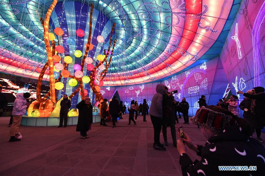 People visit a lantern festival in Datong City, north China\'s Shanxi Province, Jan. 31, 2019. A lantern festival to greet the upcoming Chinese Spring Festival kicked off in Datong City on Thursday with over 100 sets of colorful lanterns on display. (Xinhua/Yang Chenguang)
