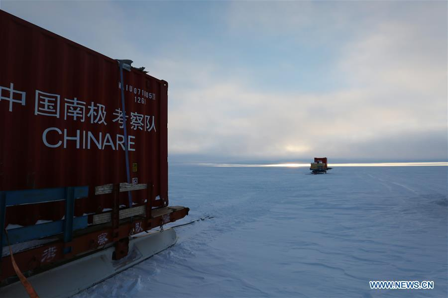 Vehicles of the Kunlun team of China\'s 35th Antarctic expedition run in Antarctica, Jan. 31, 2019. (Xinhua/Liu Shiping)