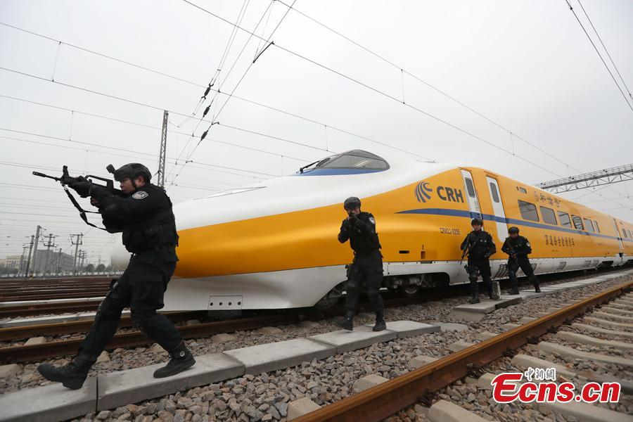 A SWAT team conducts railway protection, sniper tactics and robot-assisted search and explosive clearing drills in Wuhan, Hubei Province, Jan. 31, 2019. As Spring Festival approaches, officers of the Public Security Bureau of Wuhan Railway Administration have enhanced training to deal with emergencies and ensure the safety of passengers. (Photo: China News Service/Zhao Jun)