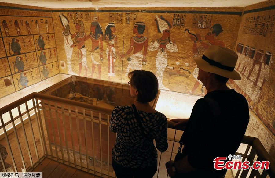 Visitors look at ancient Egyptian drawings and the sarcophagus of boy pharaoh King Tutankhamun in the Valley of the Kings in Luxor, Egypt January 31, 2019. A century after the tomb of Tutankhamun was discovered, revealing the mummified boy-king buried more than 3,000 years ago, it has re-opened, brighter and safer thanks to painstaking work to repair damage caused by dust, damp and visitors. (Photo/Agencies)