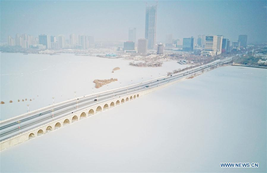 <?php echo strip_tags(addslashes(Photo taken on Jan. 31, 2019 shows the snow scenery of Yuehaiwan business district in Yinchuan, capital of northwest China's Ningxia Hui Autonomous Region. (Xinhua/Wang Peng))) ?>