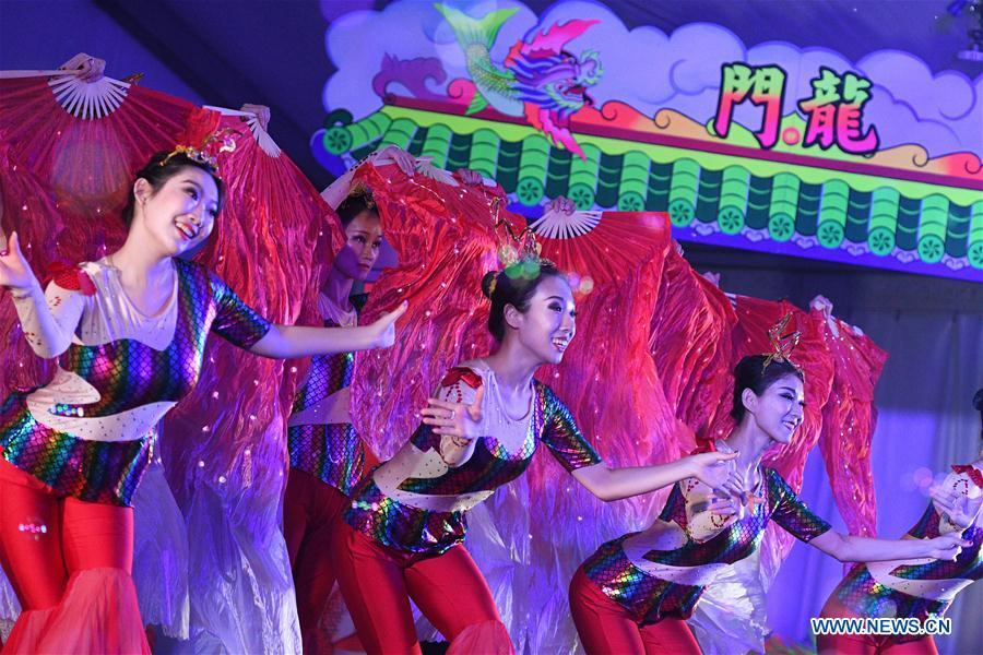 Performers rehearse the show \