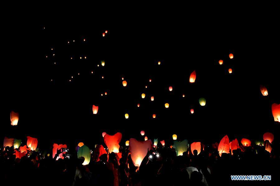 Sky lanterns are released during a two-day kite festival kicked off in Cox\'s Bazar in southeastern Bangladesh on Feb. 1, 2019. (Xinhua/Stringer)