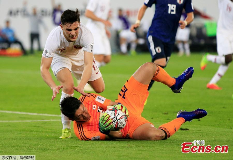 Japan\'s Shuichi Gonda in action with Qatar\'s Bassam Al Rawi at the Zayed Sports City Stadium, Abu Dhabi, United Arab Emirates, February 1, 2019. Qatar stunned four-time champion Japan 3-1 to win the AFC Asian Cup for the first time as striker Almoez Ali scored his record-breaking ninth goal in the tournament on Friday. (Photo/Agencies)