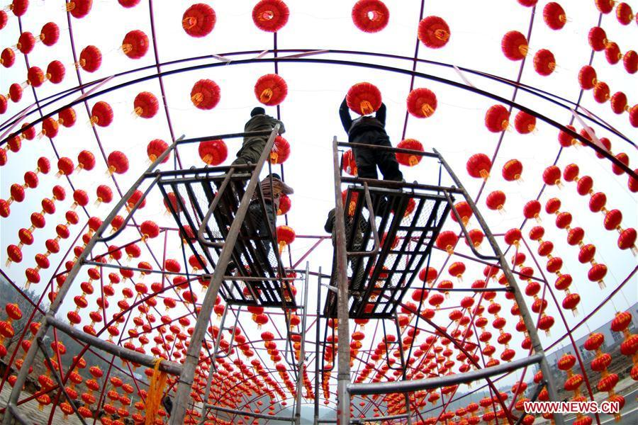 Workers hang red lanterns for the upcoming Spring Festival at Yingtaogou Village in Chadian Township of Shiyan City, central China\'s Hubei Province, Jan. 31, 2019. The Spring Festival, or the Chinese Lunar New Year, falls on Feb. 5 this year. (Xinhua/Cao Zhonghong)