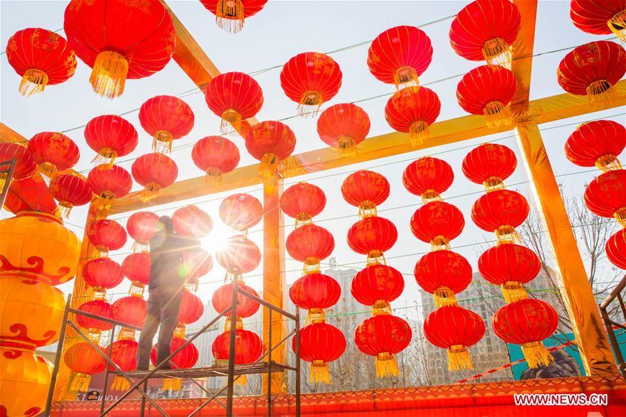 A worker hangs red lanterns for the upcoming Spring Festival at the gate of a shopping mall in Handan City, north China\'s Hebei Province, Feb. 1, 2019. The Spring Festival, or the Chinese Lunar New Year, falls on Feb. 5 this year. (Xinhua/Qiao Hailong)
