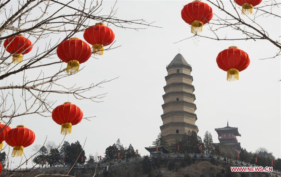Photo taken on Jan. 29, 2019 shows the Pagoda Hill tourist spot decorated with red lanterns for the upcoming Spring Festival in Yan\'an City, northwest China\'s Shaanxi Province. The Spring Festival, or the Chinese Lunar New Year, falls on Feb. 5 this year. (Xinhua/Wang Fujian)
