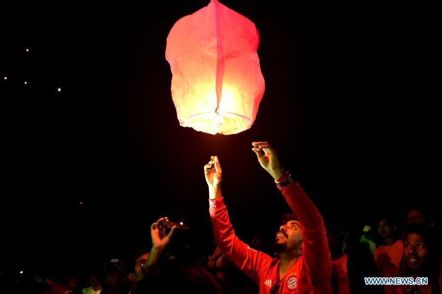 A man releases a sky lantern during a two-day kite festival kicked off in Cox\'s Bazar in southeastern Bangladesh on Feb. 1, 2019. (Xinhua/Stringer)