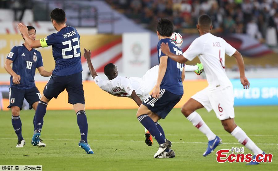 Qatar\'s Almoez Ali scores their first goal at the Zayed Sports City Stadium, Abu Dhabi, United Arab Emirates, February 1, 2019. Qatar stunned four-time champion Japan 3-1 to win the AFC Asian Cup for the first time as striker Almoez Ali scored his record-breaking ninth goal in the tournament on Friday. (Photo/Agencies)
