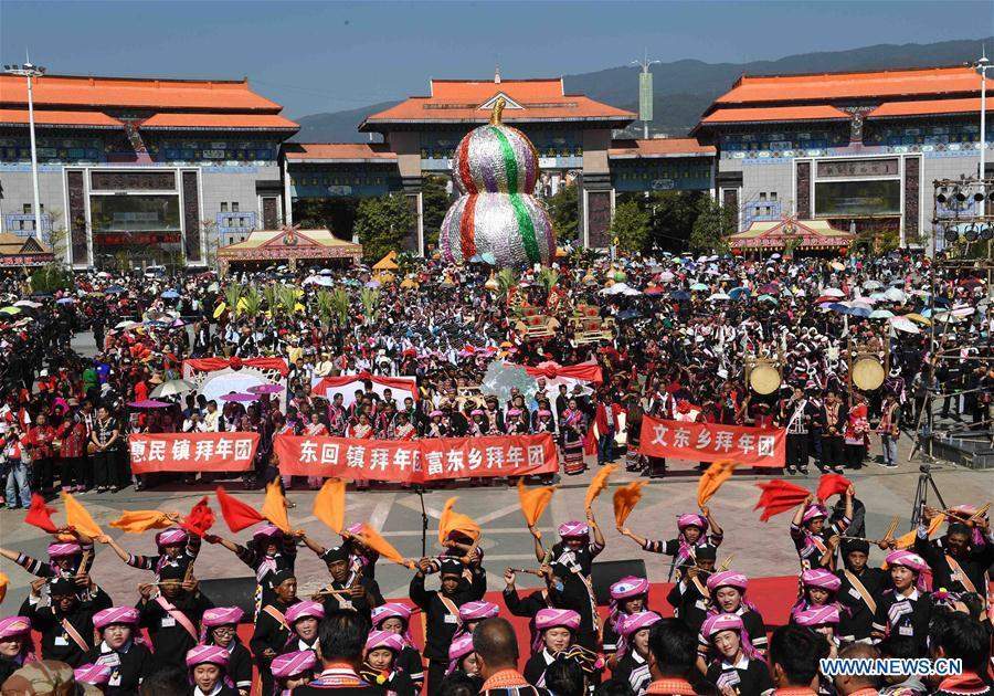 People attend Spring Festival celebration activities in Lancang Lahu Autonomous County in Pu\'er City, southwest China\'s Yunnan Province, Feb. 7, 2018. People of ethnic groups wearing their traditional festive costumes took part in a parade to celebrate the Chinese Lunar New Year in Lancang Lahu Autonomous County. (Xinhua/Yang Zongyou)