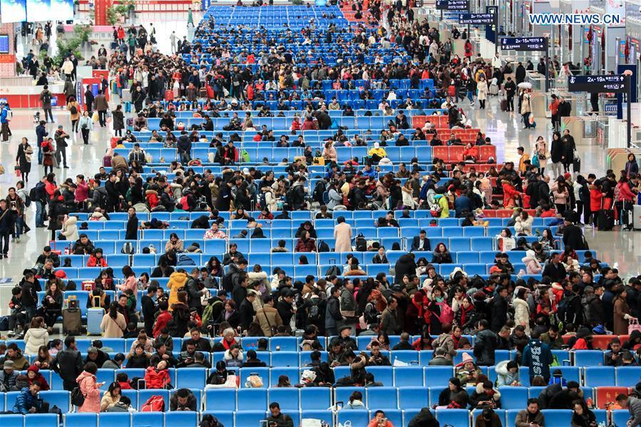 Passengers are seen at waiting room at Guiyangbei Railway Station in Guiyang, southwest China\'s Guizhou Province, Feb. 10, 2019. China witnessed a nationwide Spring Festival travel rush on Sunday when people started to return to work places from hometowns after family gatherings as the Spring Festival holiday came to an end. (Xinhua/Liu Xu)