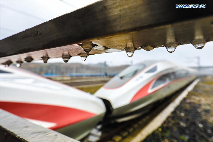 A bullet train pulls out of Guiyangbei Railway Station in Guiyang, southwest China\'s Guizhou Province, Feb. 10, 2019. China witnessed a nationwide Spring Festival travel rush on Sunday when people started to return to work places from hometowns after family gatherings as the Spring Festival holiday came to an end. (Xinhua/Liu Xu)