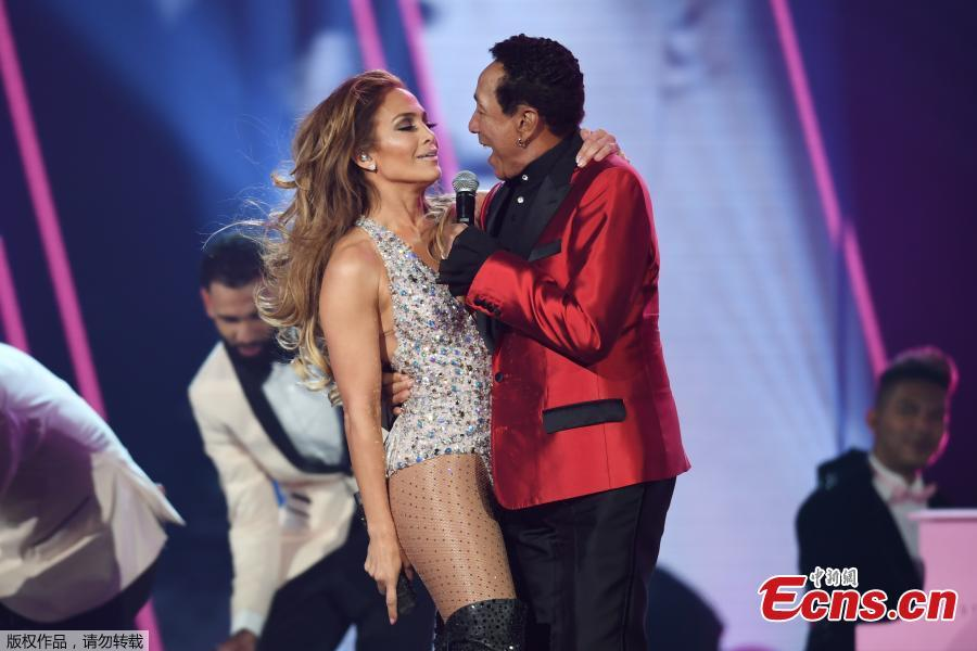 Jennifer Lopez performs with Smokey Robinson at the 61st Grammy Awards in Los Angeles, California, U.S., Feb. 10, 2019. (Photo/Agencies)