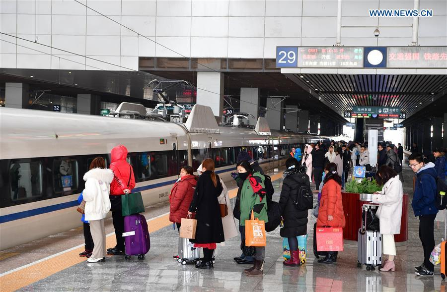 Passengers are seen at waiting room at Wuhan Railway Station in Wuhan, central China\'s Hubei Province, Feb. 10, 2019. China witnessed a nationwide Spring Festival travel rush on Sunday when people started to return to work places from hometowns after family gatherings as the Spring Festival holiday came to an end. (Xinhua/Cheng Min)