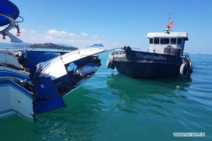 Photo taken on Feb. 9, 2019 shows the damaged speedboat (L) at sea area near the Phuket Island, Thailand. A total of 11 Chinese tourists and two crew members were injured after a tourist speedboat crashed with an oil barge near Thailand\'s southern Phuket Island on Saturday afternoon, the Chinese Consulate-General in the southern province of Songkhla confirmed on Sunday. (Xinhua)