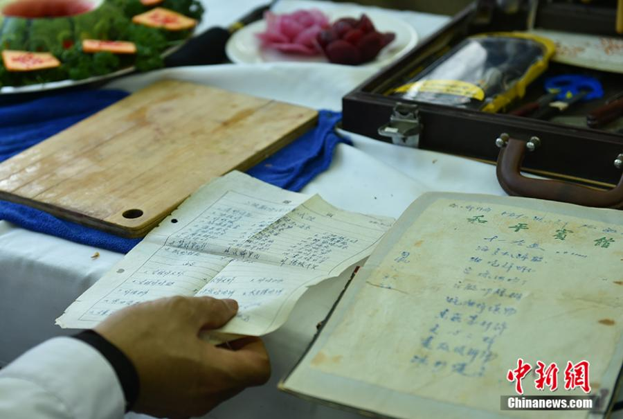 Wang Jinliang shows his notes about cooking food in Beijing during Spring Festival, China\'s Lunar New Year. Wang, 59, has worked on trains for more than 40 years, starting as a cook in 1978 before moving to roles as chef, kitchen head and now Party chief of the passengers service department. As the 2019 Spring Festival was his last one on duty, he spent 80 yuan ($12) buying fruits and vegetables including watermelon, carrot and Chinese cabbage to show his carving creations. Wang also said his skill in making fancy food garnishes enabled him to contribute to marking important occasions in his job, such as the first train from Beijing to Shenzhen in 1996. (Photo: China News Service/Zhai Lu)